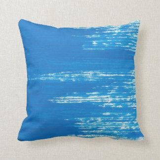 ブラシをかけられた青枕 クッション