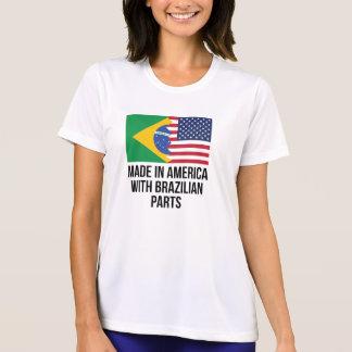 ブラジルの部品が付いているアメリカで作られる Tシャツ