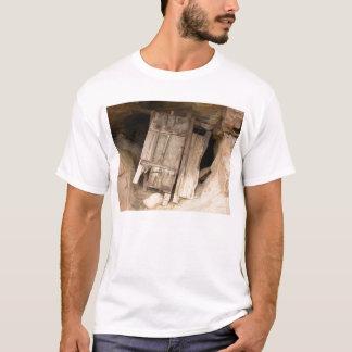 ブラックヒルズの洞窟 Tシャツ