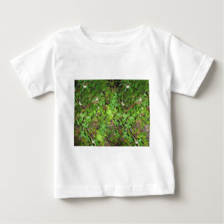 ブラックベリーのつる植物の果実の葉の自然の写真 ベビーTシャツ