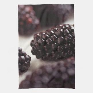 ブラックベリーのクローズアップ キッチンタオル