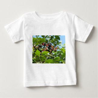 ブラックベリーの束 ベビーTシャツ