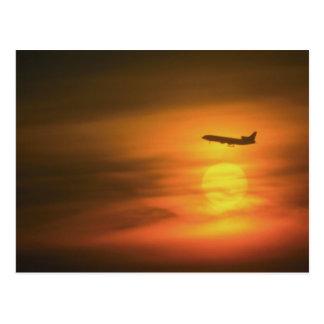 ブランクフルトへのルートの日没のジェット旅客機、GE ポストカード