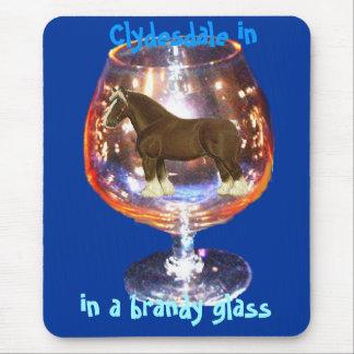 ブランデーガラスのmousepadのClydesdale マウスパッド