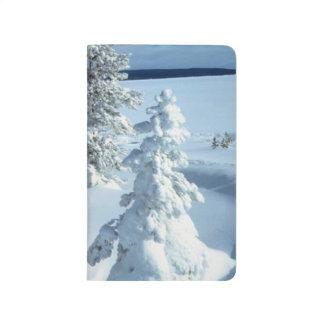 ブリザードの森林冬の吹雪のかわいらしい季節的 ポケットジャーナル