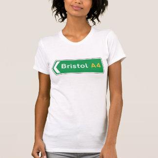 ブリストルのイギリスの交通標識 Tシャツ