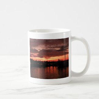 ブリストルロードアイランドの日没 コーヒーマグカップ