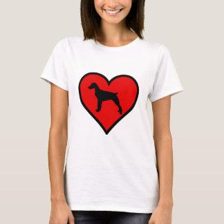 ブリッタニースパニエル犬のハート愛はシルエットの後をつけます Tシャツ