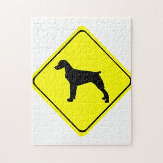 ブリッタニースパニエル犬の警告標識愛はシルエットの後をつけます ジグソーパズル