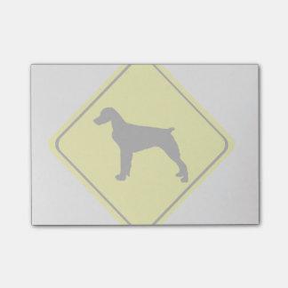 ブリッタニースパニエル犬の警告標識愛はシルエットの後をつけます ポストイット