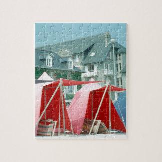 ブリッタニー、フランスのビーチのテント ジグソーパズル