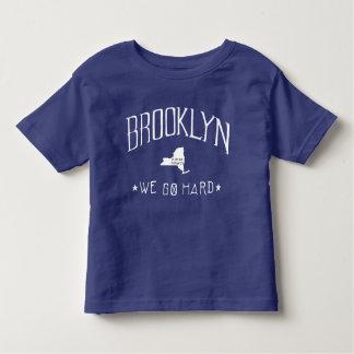 ブルックリンの懸命のTシャツ トドラーTシャツ