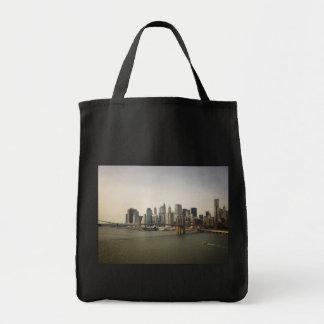 ブルックリン橋およびニューヨークシティのスカイライン トートバッグ