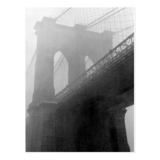 ブルックリン橋のトップ霧 ポストカード