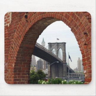 ブルックリン橋の煉瓦アーチのマウスパッド マウスパッド