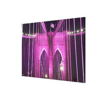 ブルックリン橋のLitの紫色 キャンバスプリント