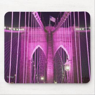 ブルックリン橋のLitの紫色 マウスパッド