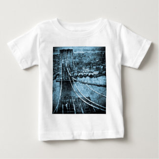 ブルックリン橋ニューヨークの1870年代の建築 ベビーTシャツ
