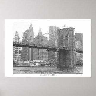ブルックリン橋ニューヨークのB&W色の旗 ポスター