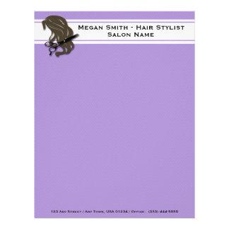ブルネットの美容師はレターヘッドを切ります レターヘッド