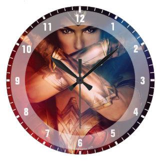 ブレスレットによって妨げているワンダーウーマン ラージ壁時計