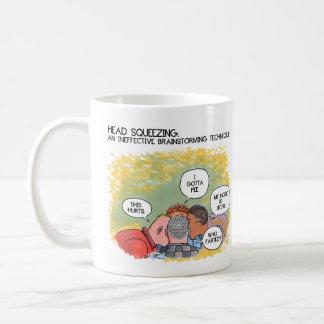 ブレーンストーミングの右の漫画のマグ コーヒーマグカップ