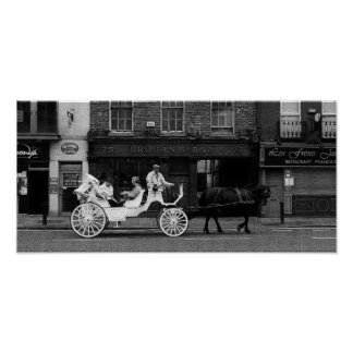 ブロガンのバー(黒く及び白いモザイク・タイル) ポスター