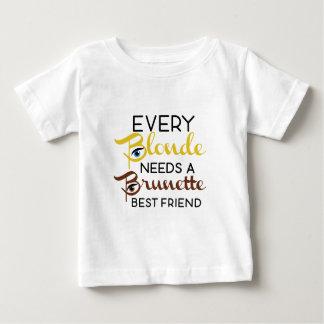 ブロンドのブルネットは親友です ベビーTシャツ