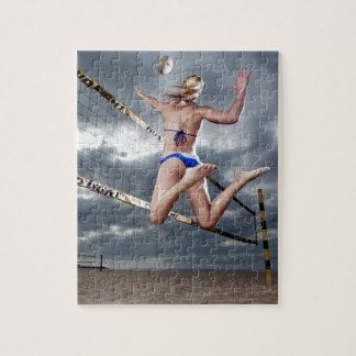 ブロンドのメスのビーチバレープレーヤー ジグソーパズル