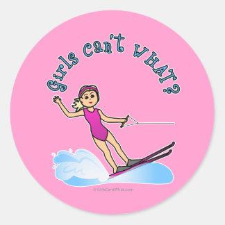 ブロンドのメス水スキーヤー ラウンドシール