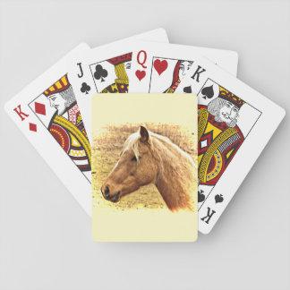 ブロンドの女性およびブラウンの馬動物のトランプ トランプ