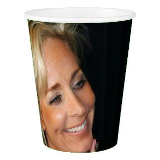 ブロンドの女性の微笑 紙コップ