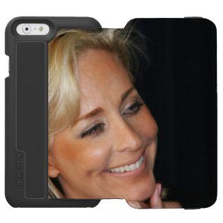 ブロンドの女性の微笑 INCIPIO WATSON™ iPhone 5 財布型ケース