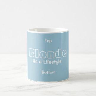 ブロンドの女性ライフスタイルのマグ コーヒーマグカップ