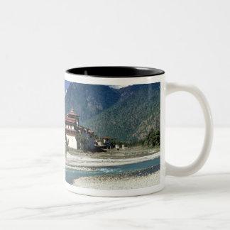ブータン、Punaka。 Mo Chhuの川は流れます ツートーンマグカップ