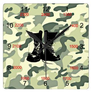 ブーツ及び迷彩柄の軍の柱時計 スクエア壁時計