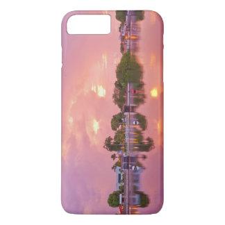 プエルトEncantadoの夜明けの全景 iPhone 8 Plus/7 Plusケース