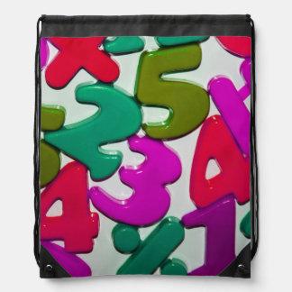 プラスチックおもちゃはドローストリングのバックパックに番号を付けます ナップサック