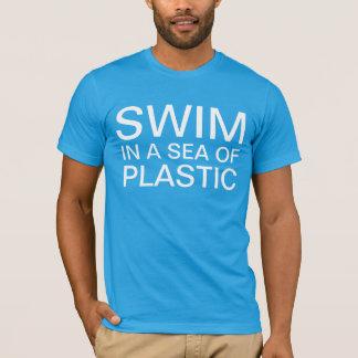 プラスチックの海の水泳 Tシャツ