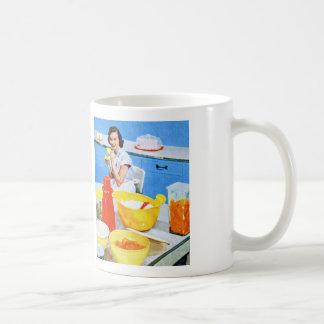 プラスチック郊外の低俗な主婦の台所 コーヒーマグカップ