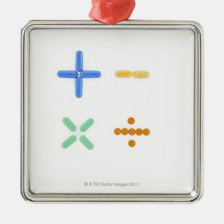 プラス符号の形の丸薬、引いて、 メタルオーナメント