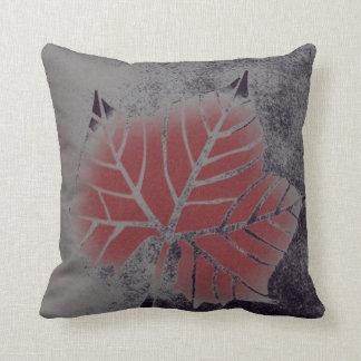 プラタナスの葉の枕 クッション