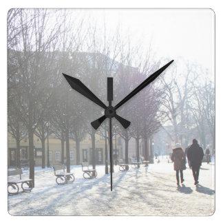 プラハ(チェコスロバキア共和国)の冬の木 スクエア壁時計