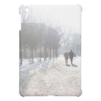 プラハ(チェコスロバキア共和国)の冬の木 iPad MINIケース