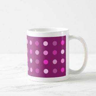 プラムのピンクのドット・パターン コーヒーマグカップ