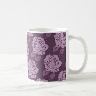 プラムのピンクのバラパターン コーヒーマグカップ