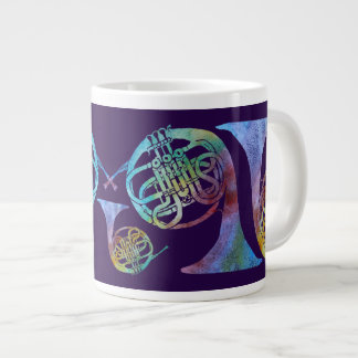 プラムのColorwashedのフレンチ・ホルン ジャンボコーヒーマグカップ