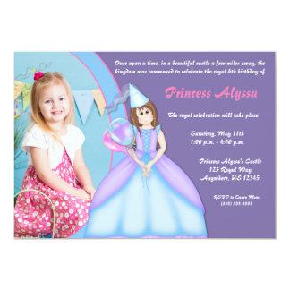 プリンセスの女の子のブルネットの誕生日の招待状 カード