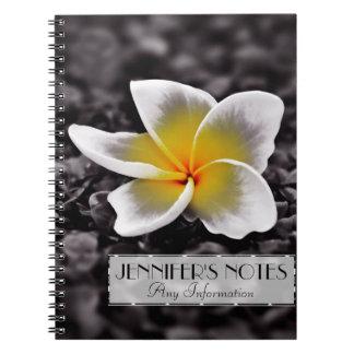 プルメリアのFrangipaniのハワイの花 ノートブック