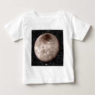 プルートの月CHARONの星の背景(太陽系) ベビーTシャツ